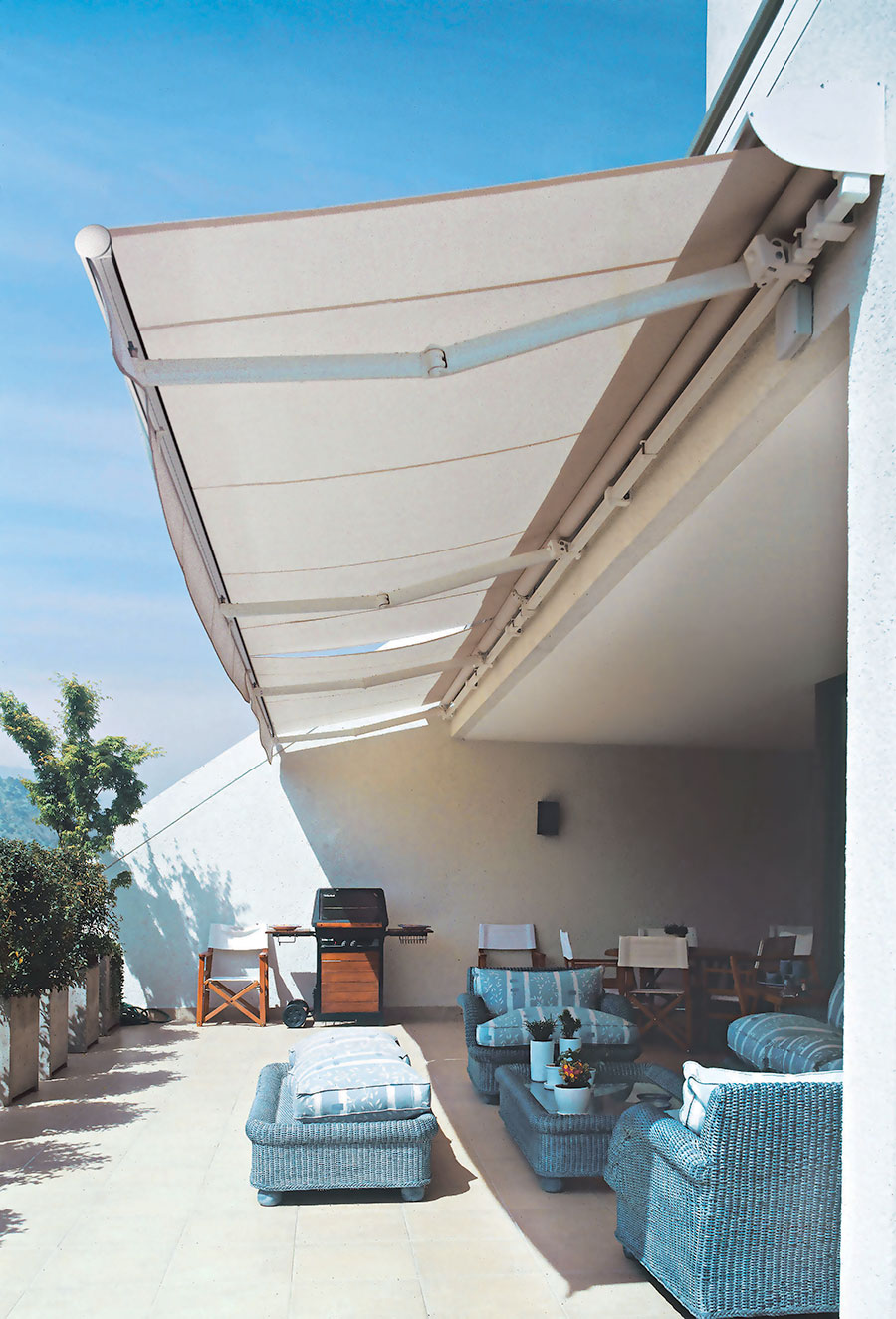 Global 2020 Folding Arm Awning
